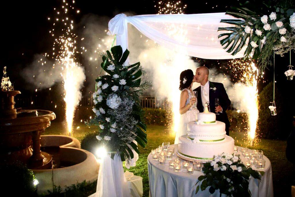 ONICE | organizzazione matrimonio | Monza - Arona - taglio della torta